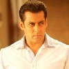 Salman Khan has donated 1 lakh sanitizers to the Mumbai Police Force!