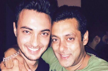 Salman Khan is all set to launch brother-in-law Aayush Sharma in Loveratri!