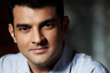 Siddharth Roy Kapur represents India on global Producer panel at the Shanghai International Film Festival!